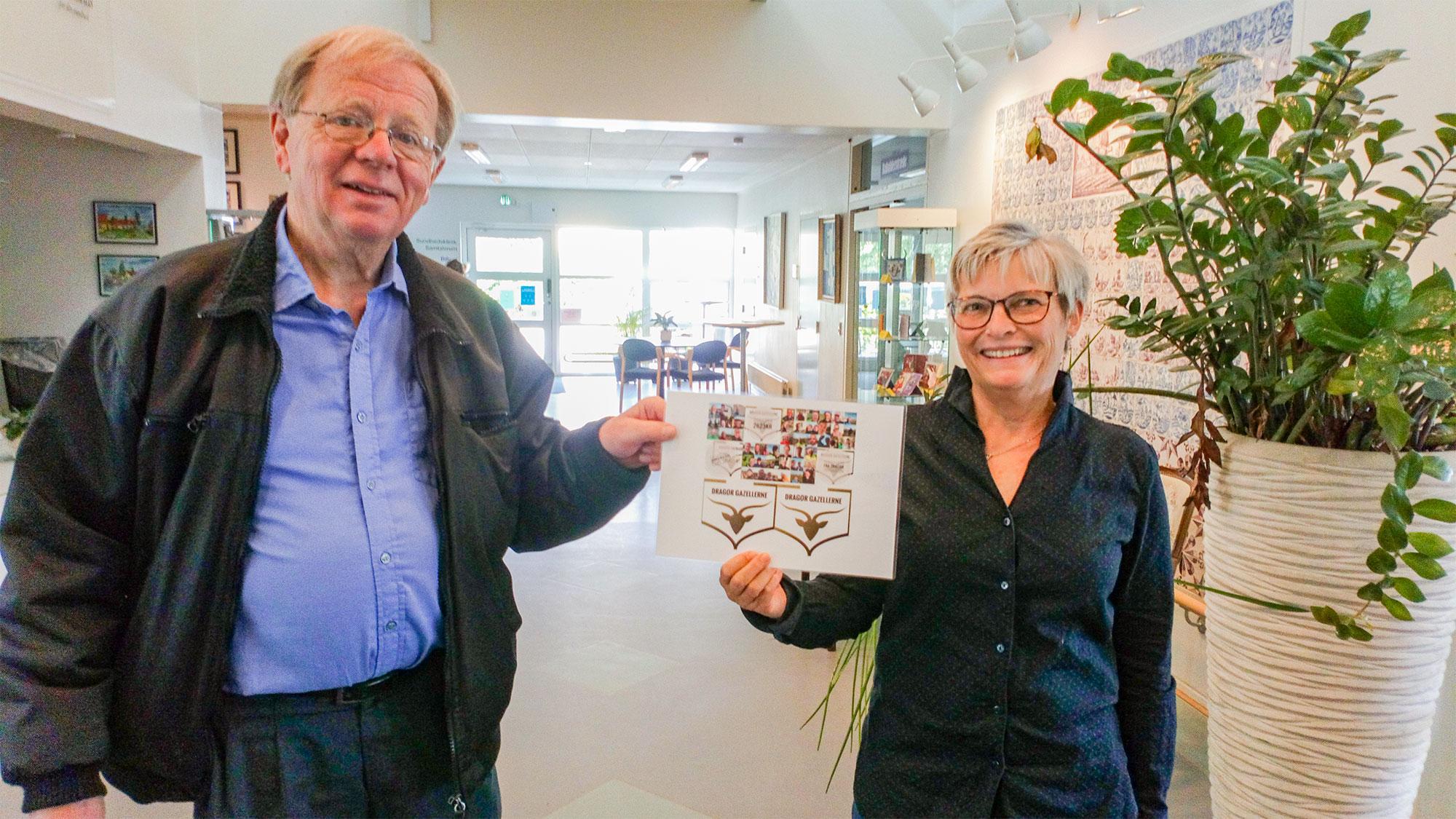 Jørgen Frederiksen og Hanne Berthelsen modtager donation på vegne af Besøgstjenesten ved Dragørs Aktivitetshus.