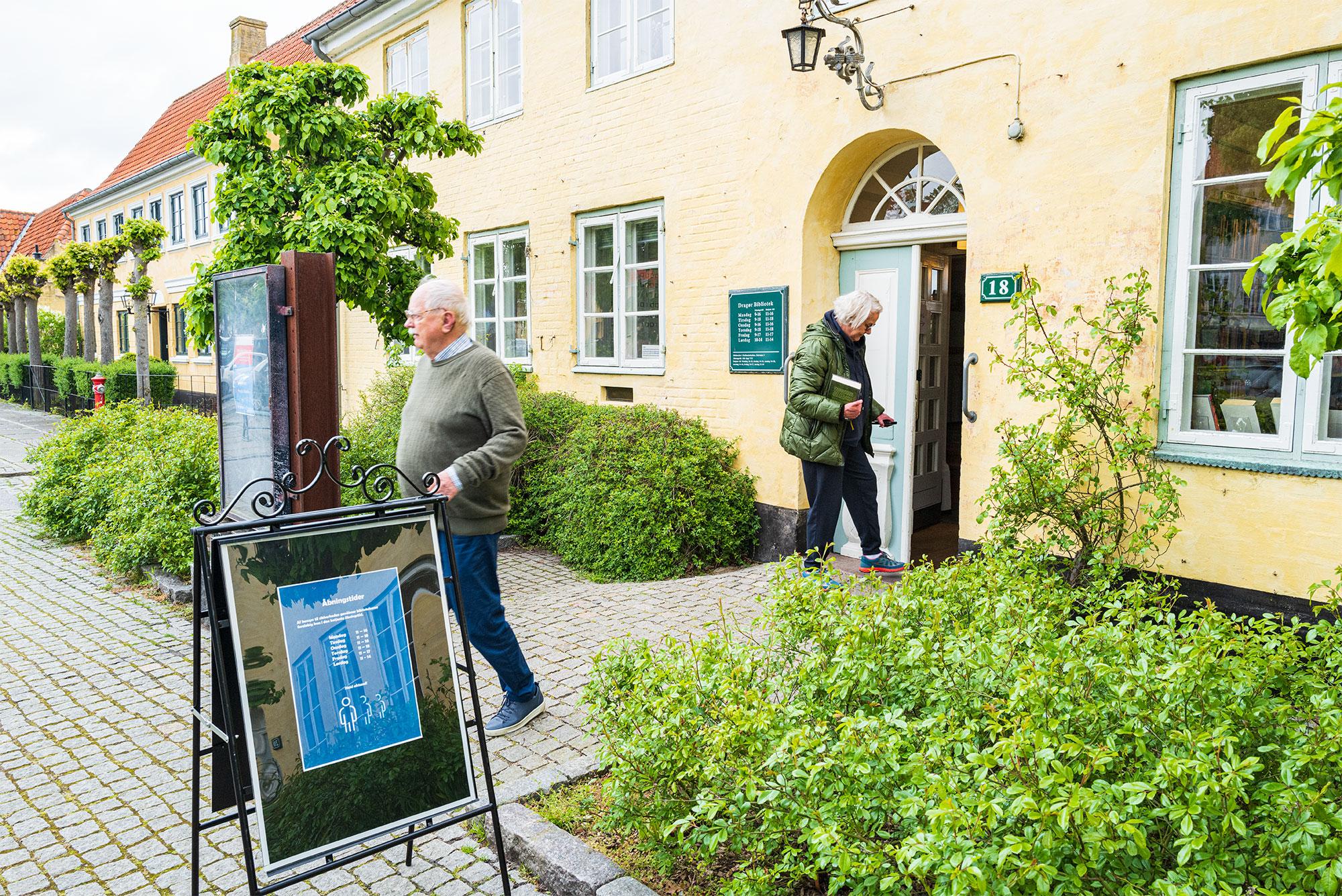 Også bibliotekerne har slået dørene op. Foto: TorbenStender.