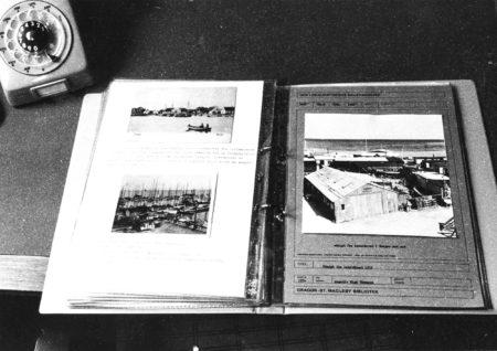 En af arkivets billedmapper fra den analoge tidsalder. Foto: Historisk Arkiv Dragør.