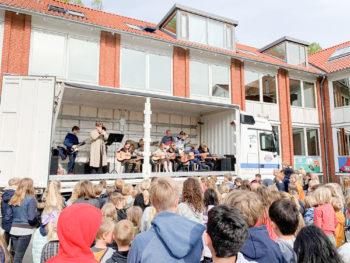Sidste år drog musikskolen på en mini-turné rundt til Dragørs skoler.