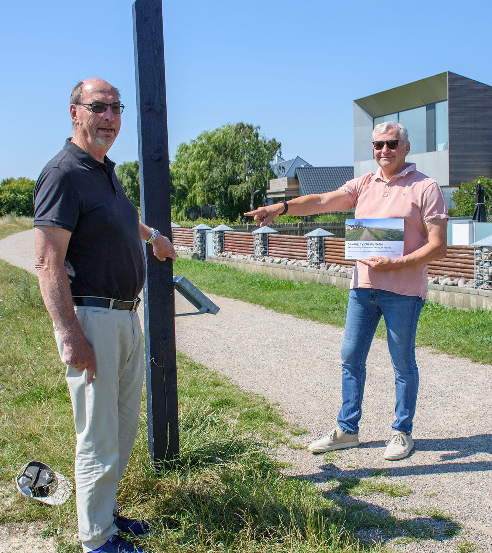 Niels B. Ulrich og Flemming Aunel – med skitseforslaget i hånden. Foto: Hans Jacob Sørensen.