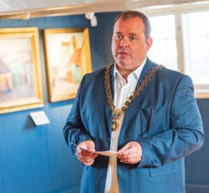 Borgmester Eik Dahl Bidstrup havde æren af at indvie Dragør Museum efter renoveringen. Foto: Thomas Mose.
