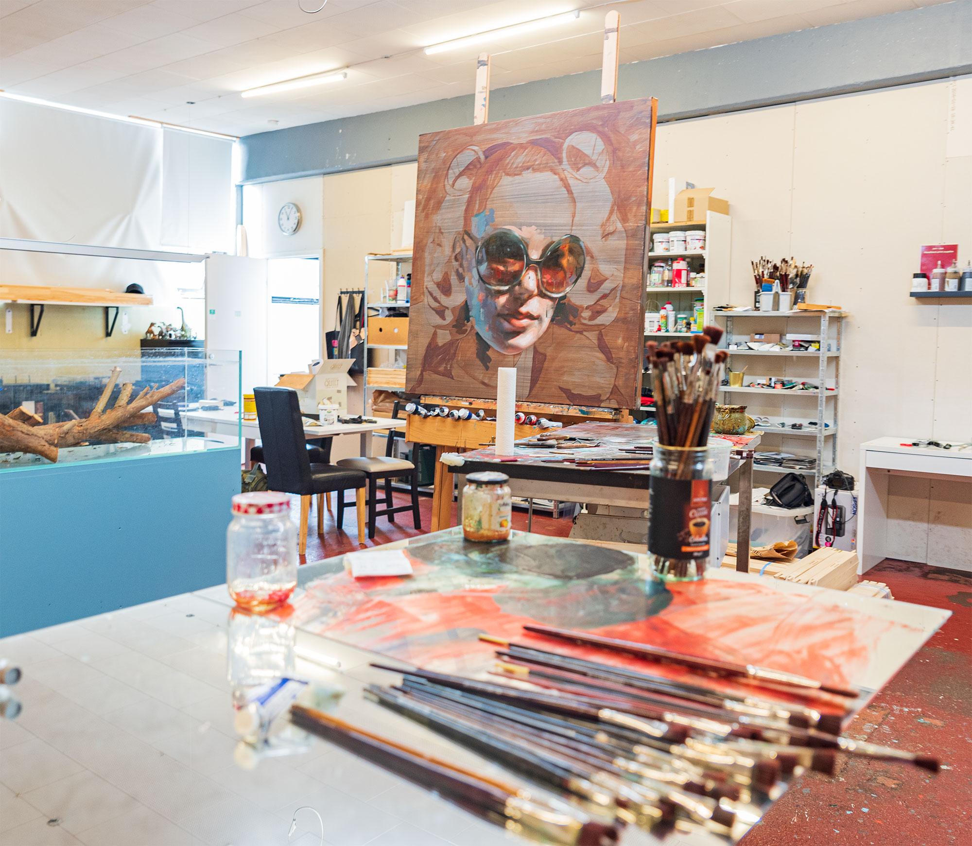 Arbejdsværelset, hvor værkerne bliver skabt. Foto: Thomas Mose.