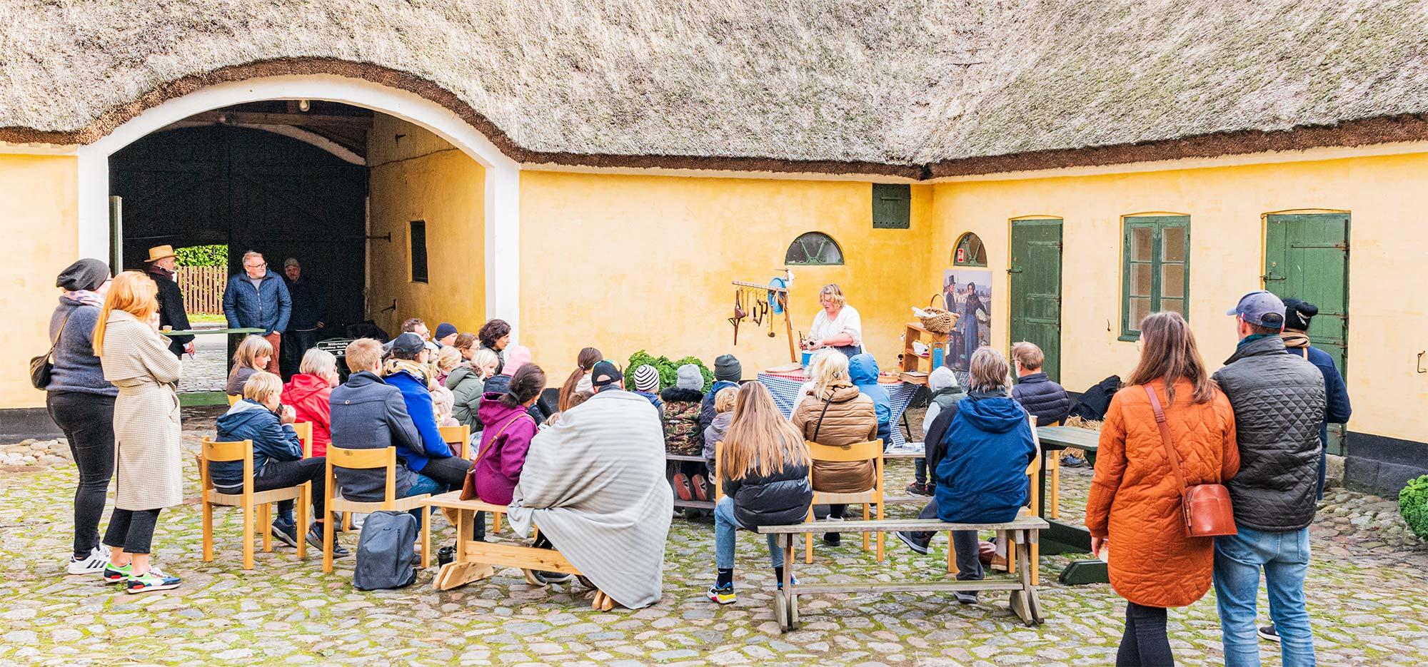 Tirsdag til fredag i efterårsferien blev der på Amagermuseet budt på dukketeater med Theatrum Elasticum. Foto: TorbenStender.